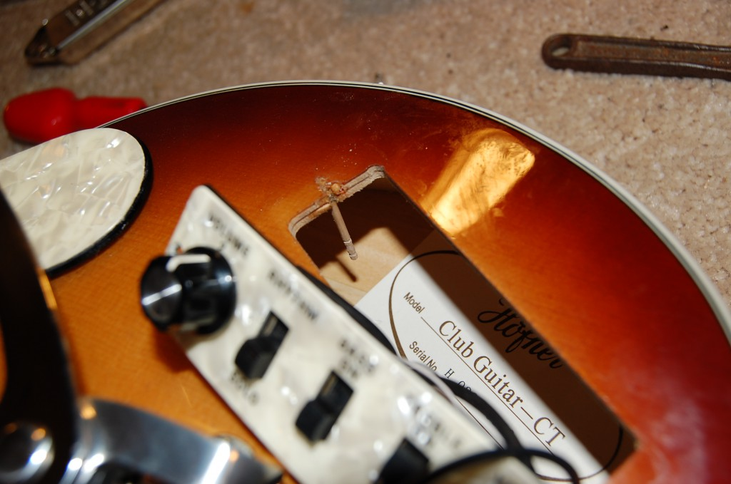 Opened up and found the signes of a Guitar Tech.. The tooth pick hole filler!