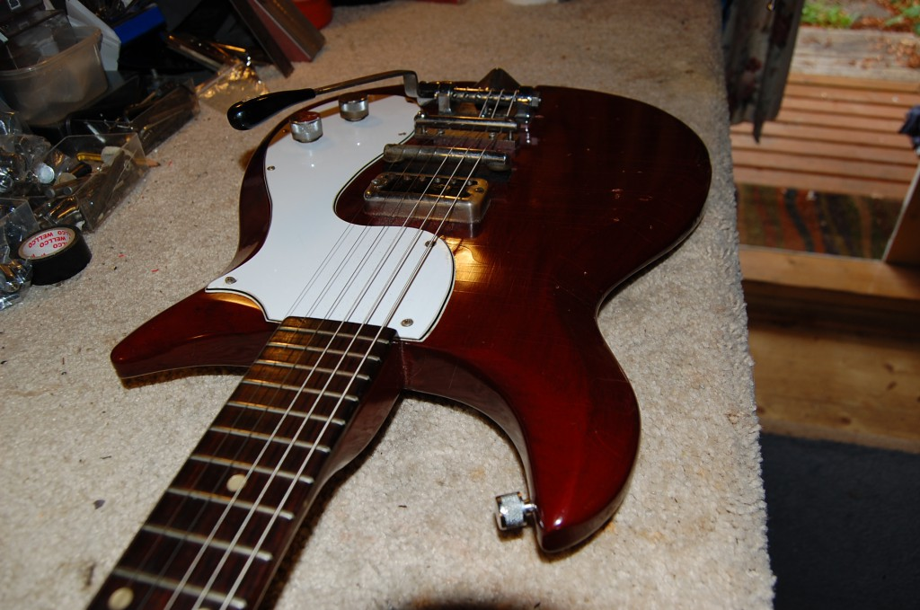 Lovely Corvette most parts original though I think the pickguard has been replaced at some point these were normally black as far as I can tell. Also a few srews are not original especially around the truss rod cover