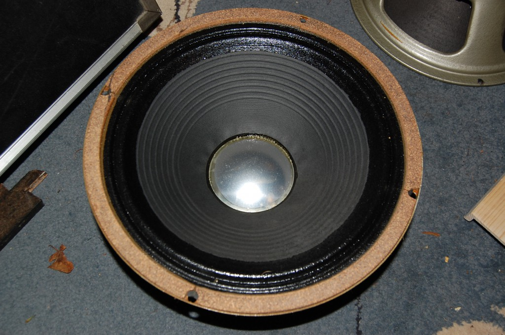 Interesting different dust cover on the HH branded one. Though I think there is still a Celestion label under the HH one