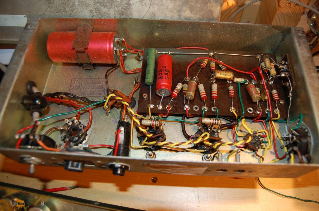 Power amp looks very neat all original