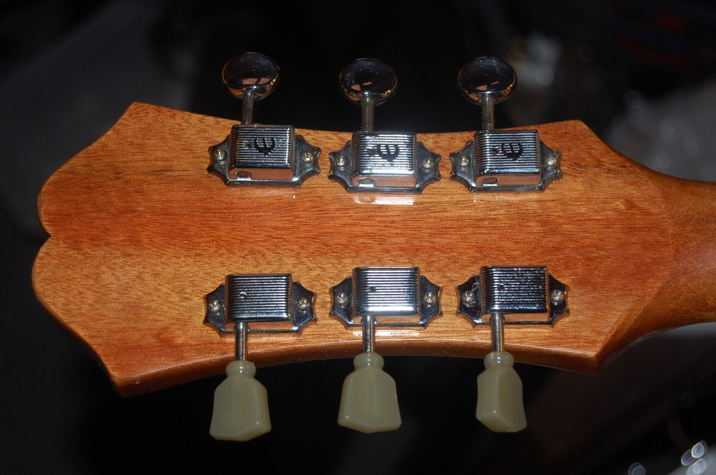 Tuners were all worn and rough,,, so replaced with new ones with a split shaft (like the Fenders) and snot green keystones ;-)