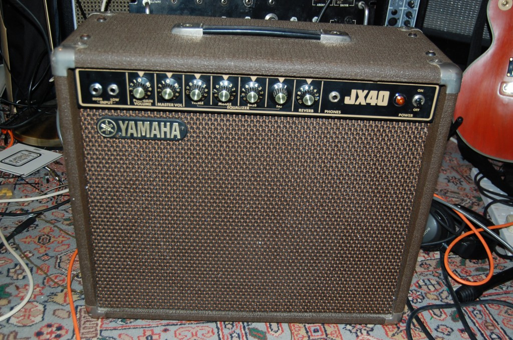 Simple 40 Watt amp with reverb and pull gain control for a little dirt. No big issues just a clean and service!