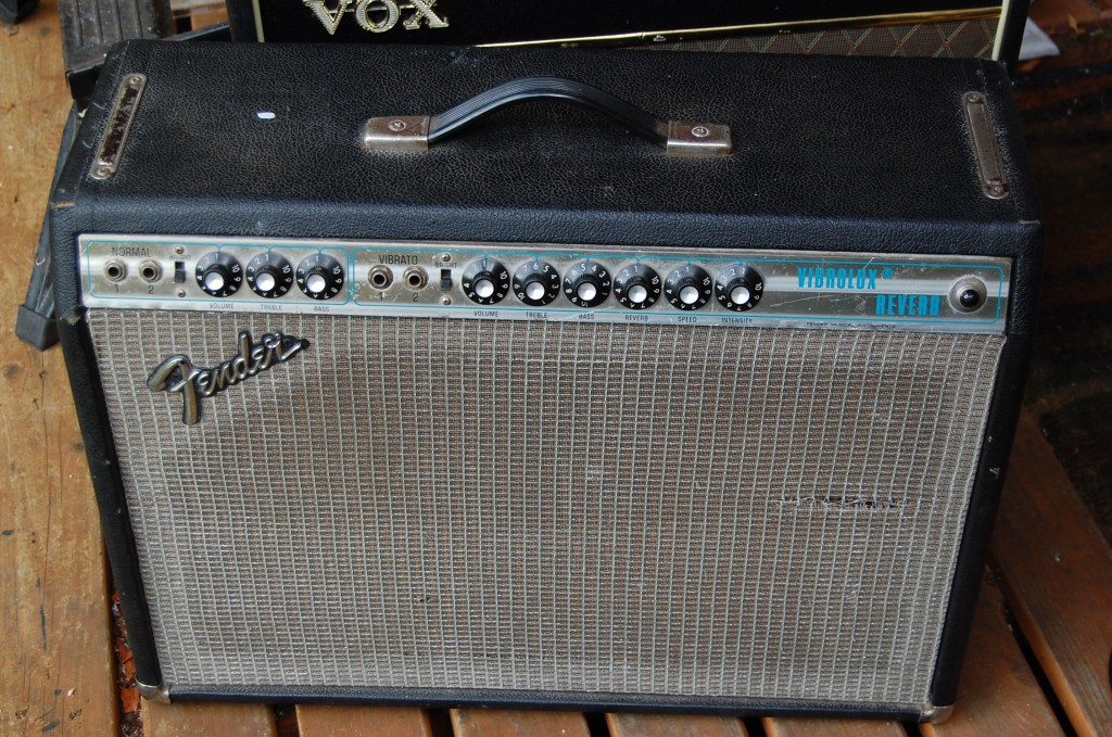 Fender Vibrolux Reverb in with issues..