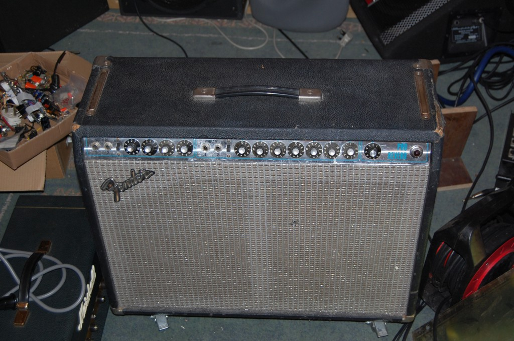 Lovely looking amp! well worn!