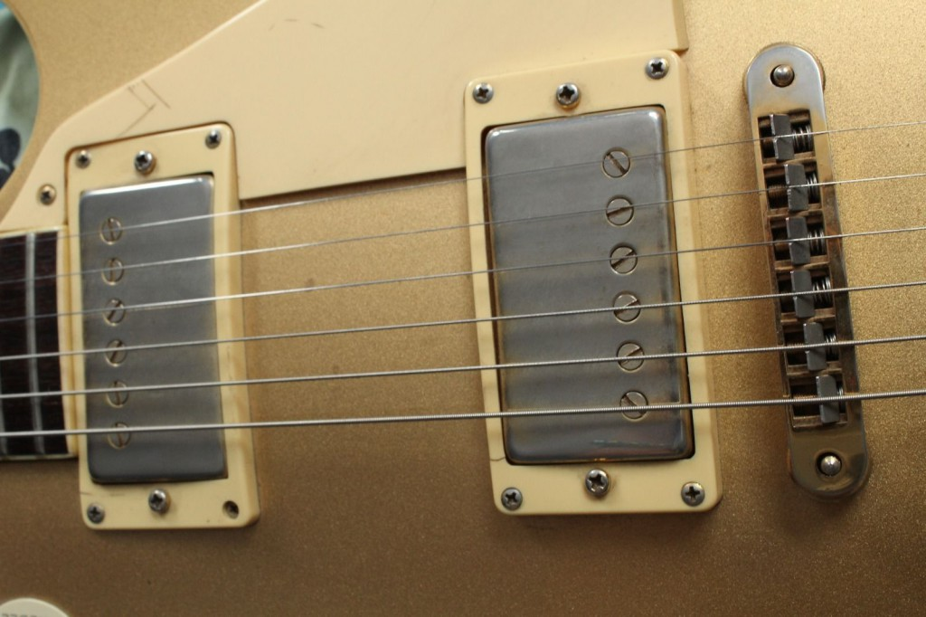 Single coil pups in humbucker cases.. sound.. not good..